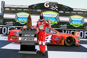 Kevin Harvick sweeps weekend doubleheader with victory in Consumers Energy 400 at Michigan International Speedway