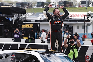 NXS: Josh Berry scores first Xfinity Series win at Martinsville Speedway