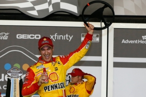 Logano and Byron Take the Bluegreen Vacations Duels to Claim Row 2 Starting Spots