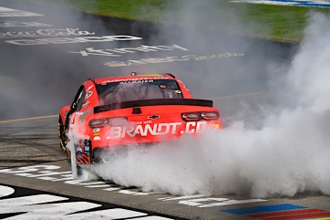 Allgaier sweeps Xfinity weekend at Richmond, Cindric clinches regular season title