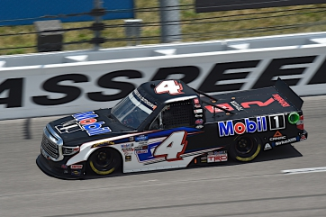 Raphael Lessard Equals Season-Best Result by Finishing 11th at Kansas