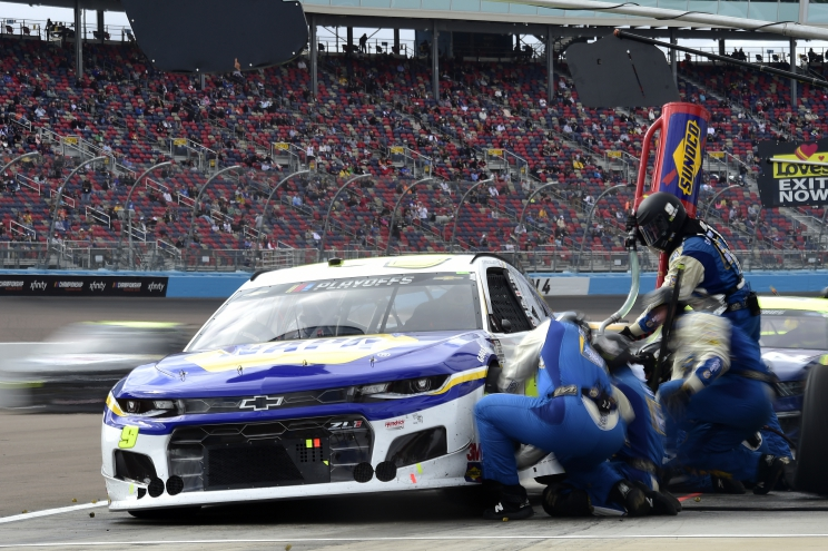 Chase Elliott Captures First NASCAR Cup Series Title with Phoenix Win
