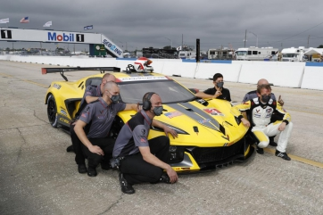 The Wright Decision: Heylen Slides into No. 16 Porsche and Claims GTD Pole for Sebring