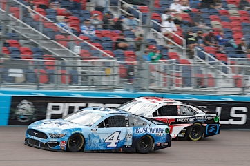 Harvick Finishes Solid Seventh at Phoenix